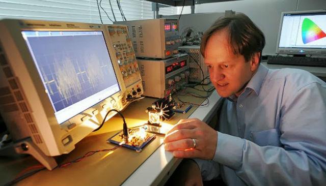 Харальд Хаас трудится над усовершенствованием технологии светового Интернета (фото University of Edinburgh).