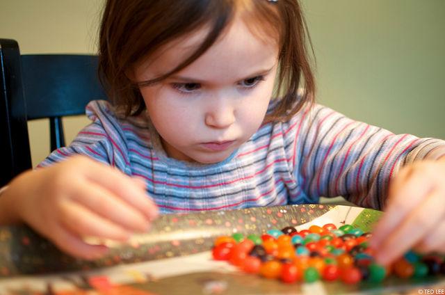 Психологи советуют: ребёнка надо научить запоминать числа тогда же, когда и буквы (фото Theodore Lee/Flickr).