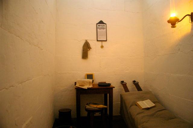 Исследователи полагают, что нефизические пытки (такие, как одиночное заключение) также способствуют хроническим болевым ощущениям у бывших военнопленных (фото Martin Boyce/Flickr).