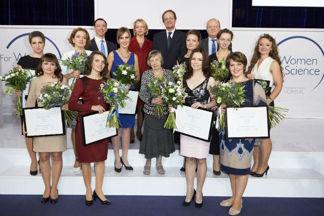 Всем дамам вручили памятные призы и грамоты, а также 400 тысяч рублей на дальнейшее развитие их проектов (фото Олега Никишина).