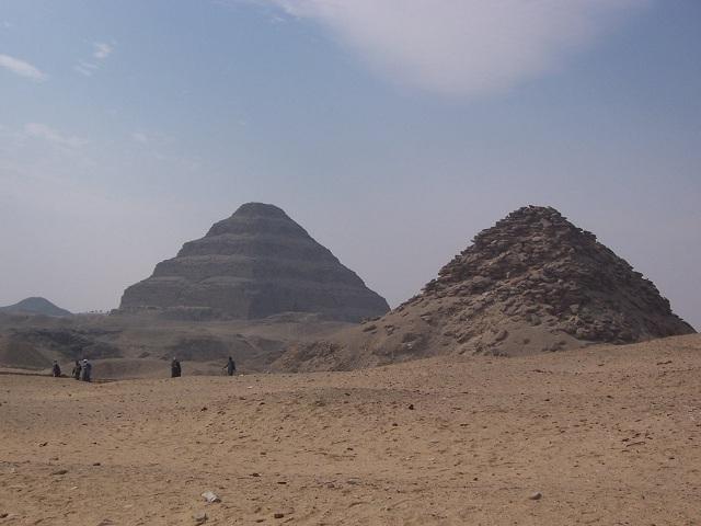 Усыпальница располагается в Саккаре, в 30 километрах к югу от Каира (фото Daniel Csörföly/Wikimedia Commons).