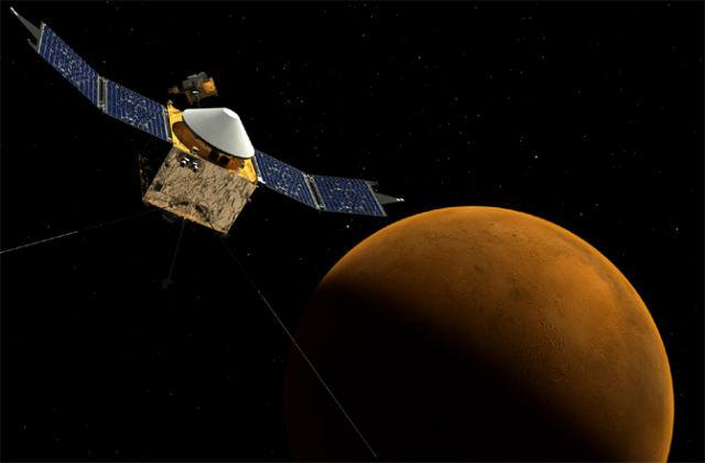 Аппарат MAVEN будет обращаться вокруг Марса по эллиптической орбите: самая ближняя точка будет в 150 километрах от поверхности планеты, а самая далёкая — в 6 тысячах километров (иллюстрация NASA/GSFC).