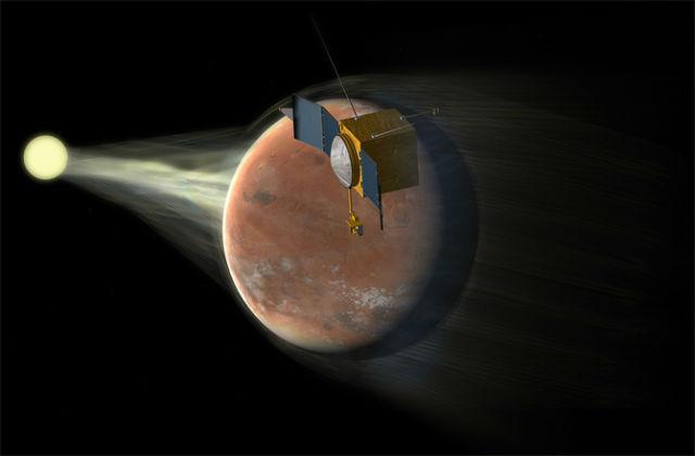 Поскольку магнитное поле Красной планеты не такое мощное, как у Земли, оно не смогло защитить атмосферу от смертоносного солнечного ветра, который унёс большую её часть в открытый космос (иллюстрация NASA/GSFC).