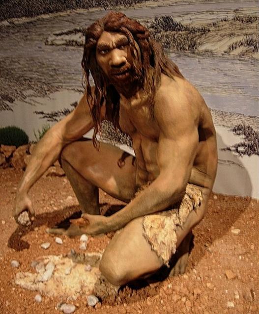 Древние копья, скорее всего, были изготовлены не Homo Sapiens, а гейдельбергским человеком (иллюстрация Jose Luis Martinez Alvarez/Wikimedia Commons).