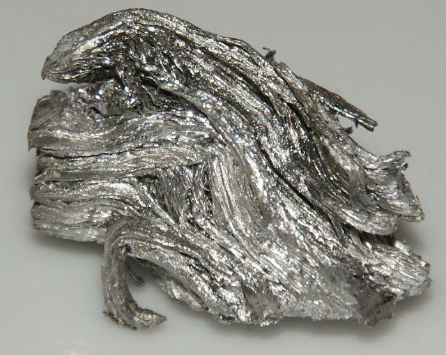 Сочетание гольмия, платины и низких температур позволило нарушить взаимодействия квантовых систем (фото Wikimedia Commons).