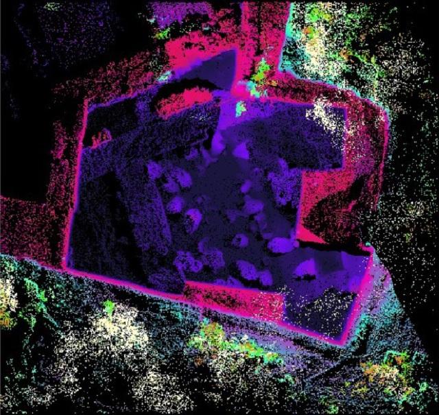 Изображение было получено при помощи лидара, что позволило учёным составить подробную карту расположения всех 40 сосудов для вина (The Kabri Expedition).