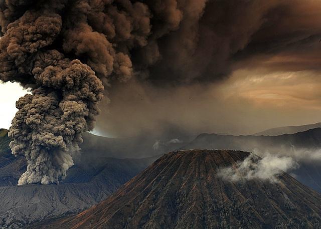 Изменение климата на Земле было вызвано двумя великими извержениями (фото saefulhasyim/Flickr.com).