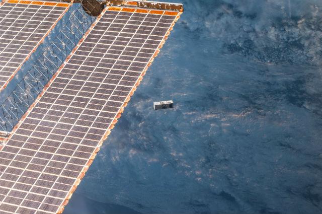 Запуск миниатюрного спутника TechEdSat-3p (фото NASA).
