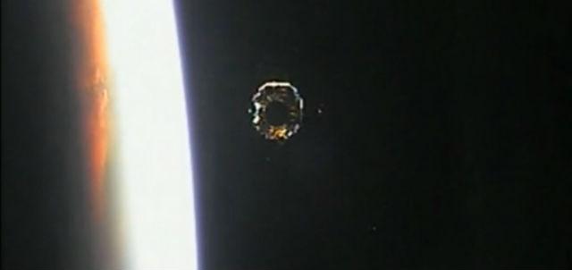 "Аппарат ""Чанъэ-3"" над поверхностью Земли (фото CCTV)."