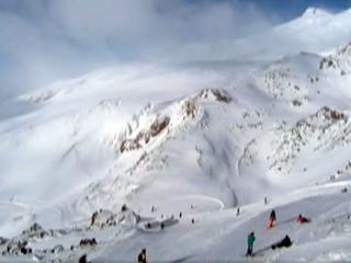 На горнолыжных курортах Северного Кавказа снега хватает всем туристам