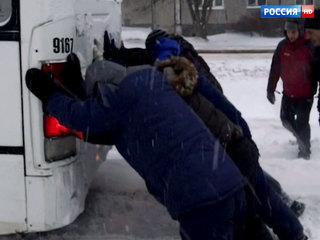 Зимняя сказка обернулась ЧС: центр России встал из-за обилия долгожданного снега