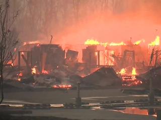 Лесные пожары в Канаде: спасти от огня 80-тысячный город не удастся