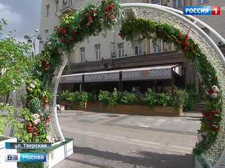 На обновленной Тверской начали открываться летние веранды