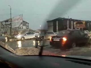 В Чечне ураган повредил 70 домов и раздавил деревом девушку