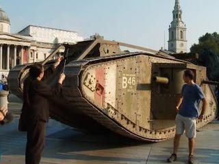 танк-монстр в Лондоне и роботы против офисных трудяг