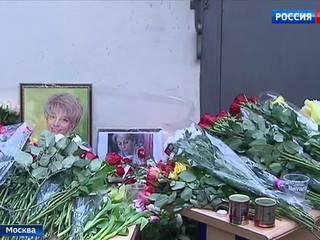 Погибла Доктор Лиза: москвичи несут цветы к фонду на Пятницкой