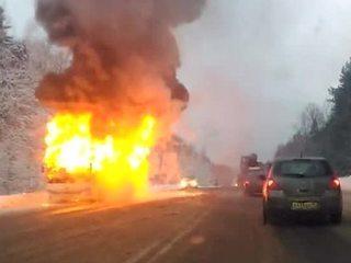 Школьный автобус дотла сгорел по дороге на Вологду