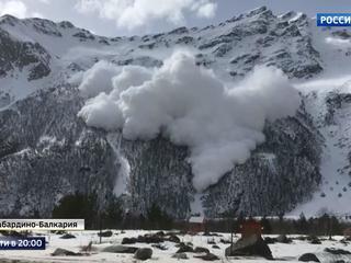 Сход лавины на Чегете. Видео очевидцев