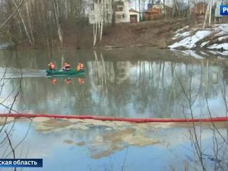 В подмосковный пруд вылили 50 тонн нефтепродуктов
