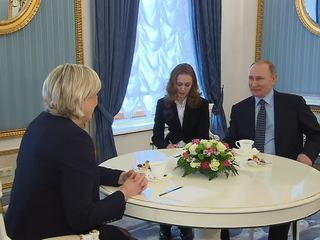 Meeting in Kremlin: Marine Le Pen Promises to Recognize Crimea as a Part of Russia