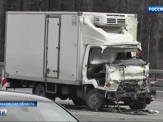серьезное дтп киевском шоссе столкнулись грузовика