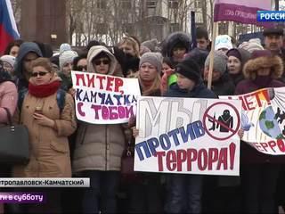 """""""Питер, мы с вами"""": россияне почтили память жертв взрыва в метро"""