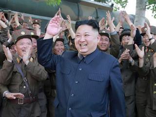 """Ким Чен Ын приказал защитить КНДР """"лесом новых систем ПВО"""""""