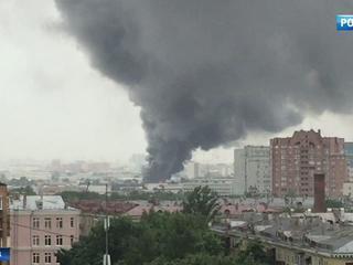 На Южнопортовой улице сгорел мебельный склад