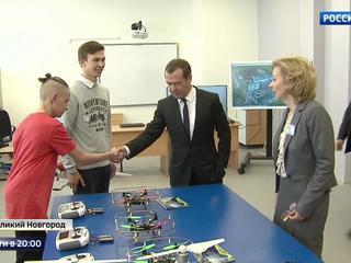 Премьер проинспектировал высокотехнологичную школу в Великом Новгороде
