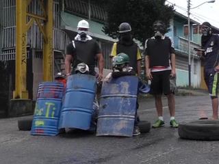 В Венесуэле митингующие сожгли человека