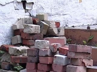Мольба о кирпичах на калитке детсада шокировала жителей Челябинской области