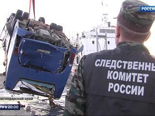 При падении в Черное море автобус смялся, как картонный