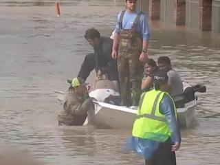 """Русские добровольцы помогают пострадавшим от урагана """"Харви"""" в США"""