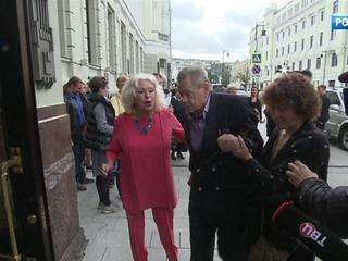 Жена Караченцова рассказала, почему актера перевели в реанимацию