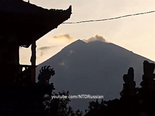 Из-за извержения вулкана Агунг на Бали введены зоны опасности