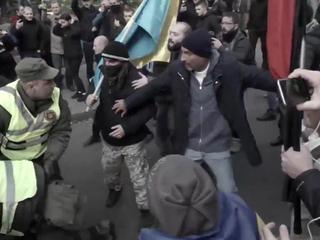 """У Рады задержаны бойцы батальона """"Донбасс"""", активисты вооружаются плиткой"""