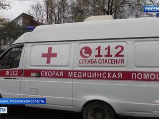 Поехал на вызов, но сам оказался в больнице: водителя скорой жестоко избили