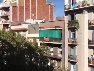 """""""Привет, Каталонская республика"""": Барселона ответила Мадриду """"кастрюльными"""" протестами"""