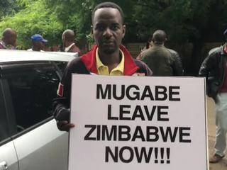 Противники Мугабе вышли на массовый митинг в Хараре