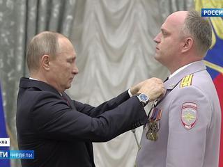 Путин вручил госнаграды выдающимся современникам