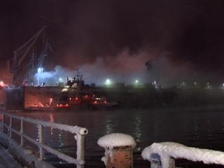 Пожар в мурманском доке: траулер выгорел полностью, пострадавших нет