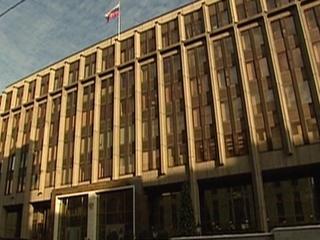Совет Федерации рассмотрит сегодня закон о признании зарубежных СМИ иностранными агентами