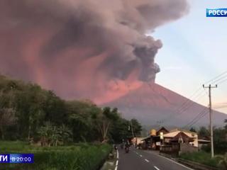 Извержение вулкана на Бали: туристы стали невыездными