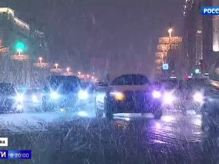 Снегопад в Москве задержал более 100 авиарейсов