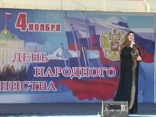 В Грозном ≈ на центральной площади ≈ 15 тысяч человек, и ровно в полдень грянул гимн