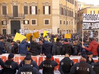 Италию охватила забастовка таксистов
