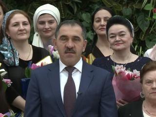 Российских женщин поздравили Алексей Дюмин и Юнус-Бек Евкуров