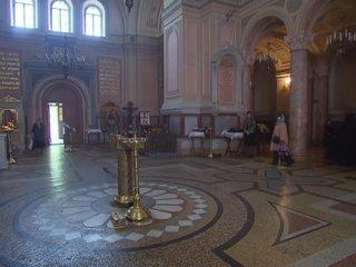 РПЦ: приложиться к мощам Святителя Николая можно без всякой очереди
