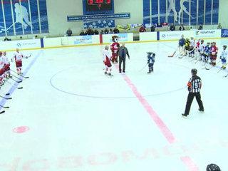 В Новомосковске юные спортсмены сыграли с легендами хоккея