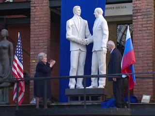 В Москве появилась скульптура Горбачеву и Рейгану